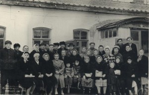 Феодосийская контора благоустройства 1963 год. Мой дед - директор пляжей, стоит в шляпе четвёртый слева.