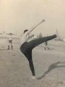 """Вова Кветный что-то творит на поле... """"леселидзе"""", 1967 год."""