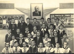 Вот тут - 4Б с Анной Сергеевной и дедушкой Лениным. Всех перечислим обязательно!