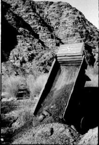 Отсыпка дамбы на линии Толгойт - Сонгино. Зима 1984 года.