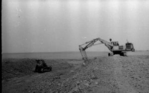 Отделка откосов и основной площадки скальной выемки экскаватором ЭО-4121 и бульдозером Д-687.