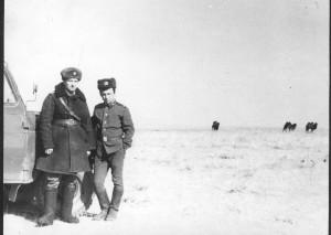 Главный инженер мехбата Лелеко С.В. с водителем Пашей Батраевым из Уфы.