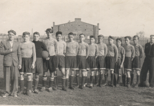 Команда литейно-механического завода, Тюмень 1950 год. Капитан команды - Первухин П.Н. (первый слева)