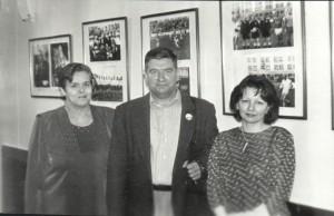 После открытия фотовыставки в городской думе. 2001 год.