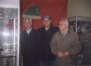 """Виктор Николаевич Попырин и Борис Петрович Елькин на выставке """"Тюмень футбольная"""". 2007 год."""