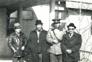 На фото - слева направо главный инженер, директор рудника, я и товарищ Гомбожав.1982 год.