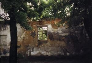 Стены Виленских казарм - свидетели трагедии. В настоящее время снесены.