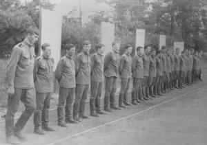 Весь 332-й на физподготовке, 1070 год,слева направо: