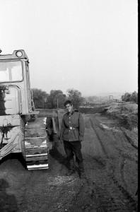 Рядовой Хохлов - мастер своего землеройного дела.