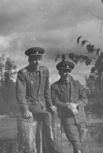 На снимке 1976 года - старшие лейтенанты Лелеко и Станкевич на БАМе.