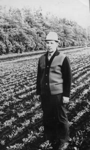 Алексей Биденко в поле. Примерно 1975 год.
