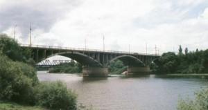 """Мосты первого Брянска. На автомобильном пришлось однажды ехать """"вслепую"""" немного. А вдали - наш объект."""
