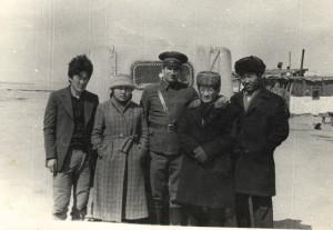 Партийный секретарь Айраг сомона заехал в наш полевой городок. Последняя встреча, 1985 год.
