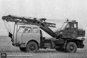 Автокран - единственный в мехбате, К-67, грузоподъёмностью 6,3 тонны.