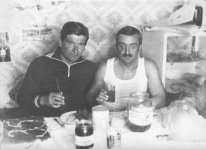 """На лицах этих """"Юбиляров"""", почему-то, не просматривается особой радости. И - сок в стаканах..."""