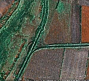 """Малопонятное изображение в Гугле места нашей """"битвы за землю"""" на путепроводной развязке ст. Сараевка. Но кое-что можно понять..."""