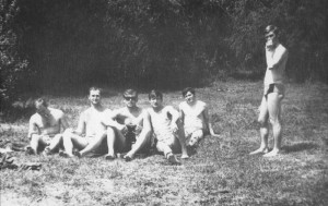 """Практика"" в Дарнице на озере. Слева направо - Секерин, Прошко, Лелеко, Алексеев и Павловский."