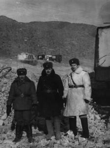 Каменный карьер Сонгино. Зима 1983 года. Зам. командира части по технической части майор С.Серов, инженер ОГМ бригады капитан А.Матвеев и гл. инженер части майор С.Лелеко (слева направо).