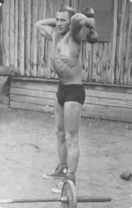 Анатолий Васильев в СА. 1964 г. Разминка.