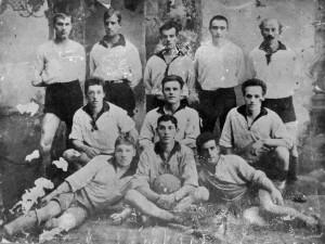 """Футбольная команда """"Совторговля"""", Тюмень К. Гуляев - стоит второй слева 1925 год."""