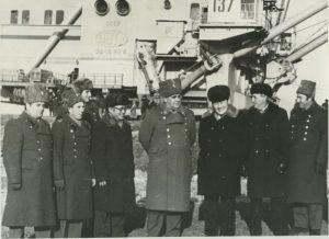 Руководство 17 отдельной ордена Красного Знамени МНР бригады с Первым секрктарём ЦК МНРП Ж. Батмунхом на Бага-Нуурском угольном разрезе во время строительства дороги Бага-Хангай - Бага-Нуур. 1983 год.