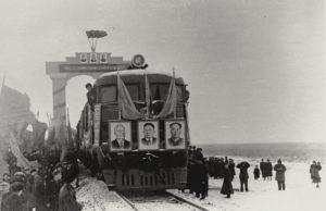 Прибытие первого поезда в Замын-Ууд.
